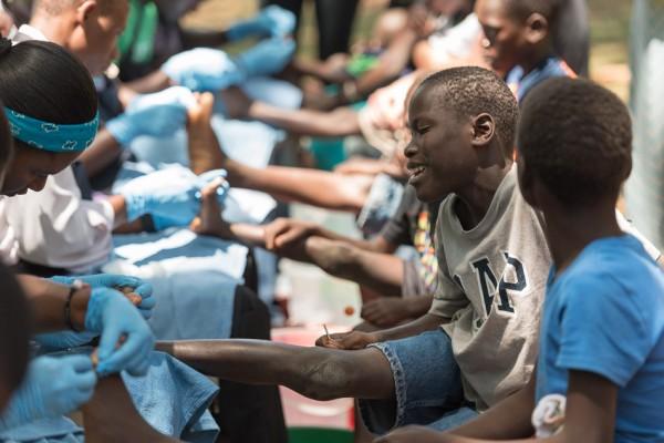 20150317_uganda-jigger-clinic_0232