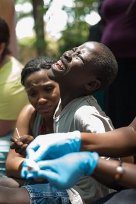 20150317_uganda-jigger-clinic_0345